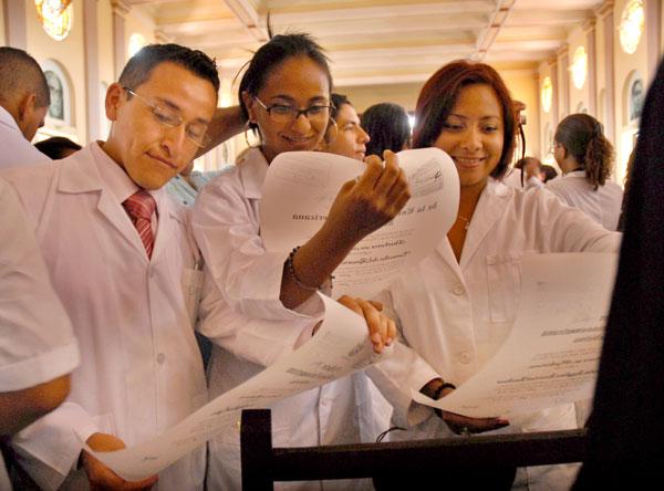 Licenciados en medicina FOTO Roberto Ruiz